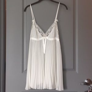 Betsey Johnson white sheer accordion slip  L